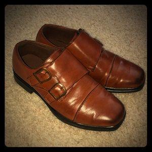 Boys size 2 1/2 brown dress shoes.